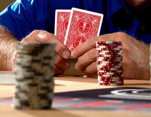 کلیپ پوکر سه کارته را در کجا می توان مشاهده کرد؟